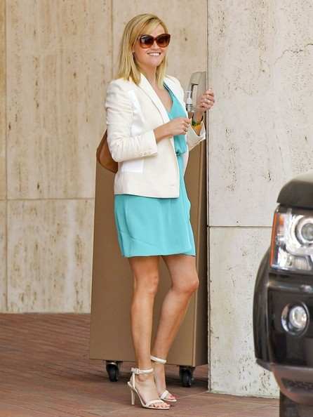 Reese+Witherspoon+Looks+Stylish+Beverly+Hills+fgegZD5ERSel